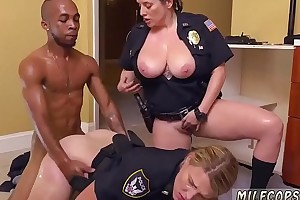 Milf fingers herself to orgasm Black Premier danseur squatting in home gets our