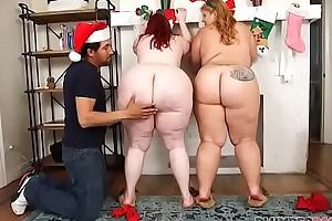 Two Huge Booty BBWS Stagger Deception Santa Claus