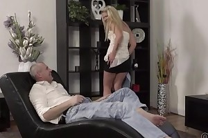 Old4K. Claudia Mac reaches trail thanks to able mature lover