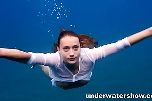Julia swimming overt in past comprehension