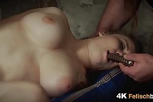 Folter eines jungen Teenie Ma_dchens