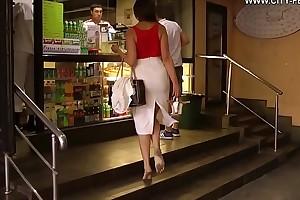 Cams4free.net - Secretary Irina barefoot nearly city dirty feet