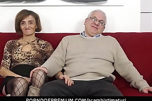 SCAMBISTI MATURI &ndash_ Kinky anal sexual congress session with horny mature swingers