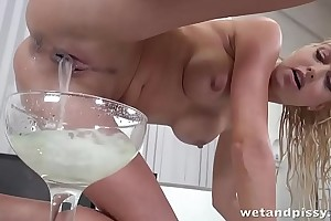 Tons litres of sperm oozing out of her lovely pussy hole after creampies